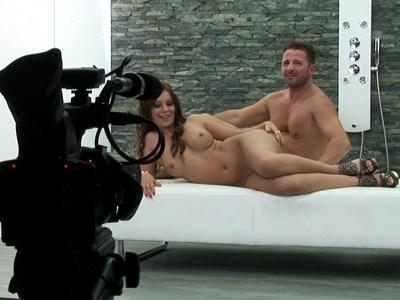 smeshnie-momenti-porno-film-za-kadrom-kak-trahayutsya-lizbiyanki-s-drug-drugom-video