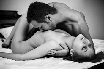lyubov-v-svingerstve-zhenshina-s-huy-pornuha-seks-video